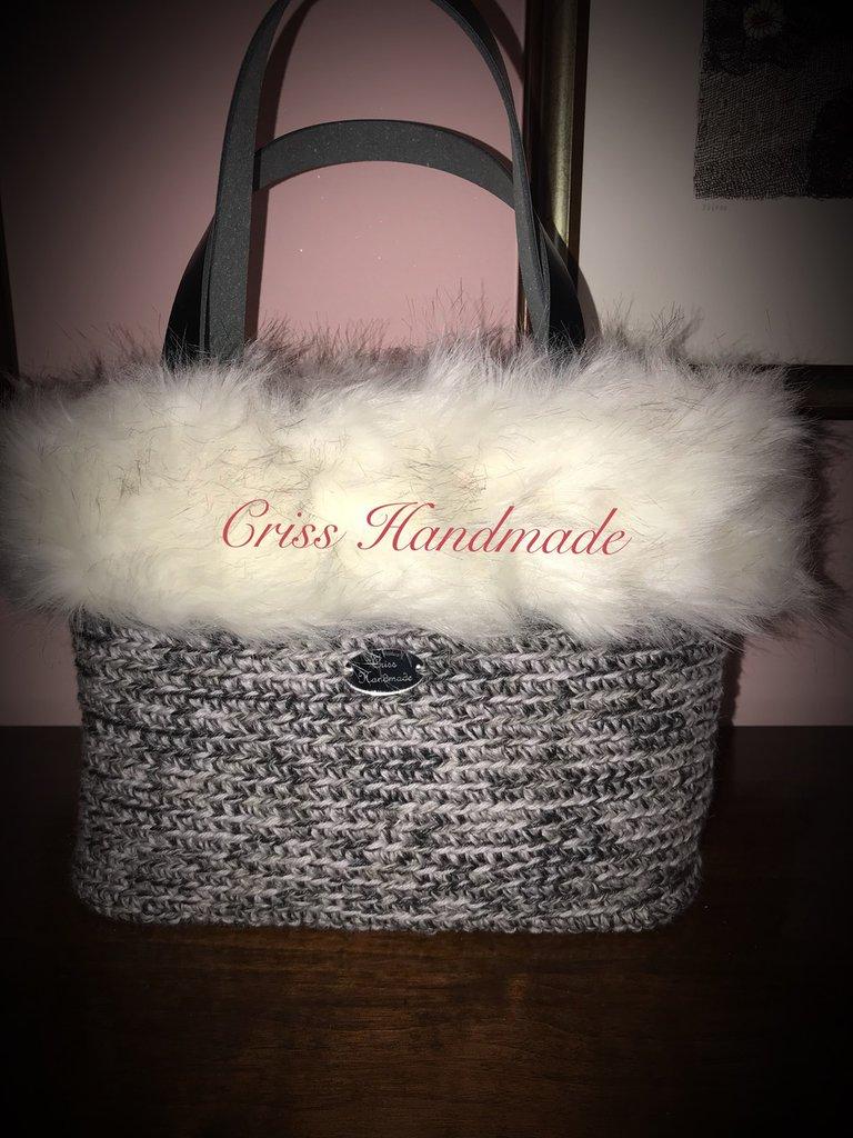 Borsa in lana e bordo in eco pelliccia