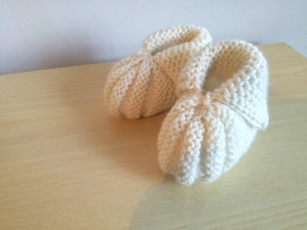 reputable site 9b1e2 971c7 Scarpine neonato/neonata color panna lavorate a maglia, scarpine unisex  fatte a mano