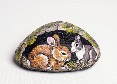 CONIGLI NELLA GROTTA - pietra dipinta - opera d'arte - collezionismo - animali dipinti