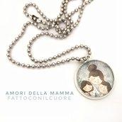 Collana girocollo con ciondolo cabochon Amori di Mamma realizzato da Fattoconilcuore