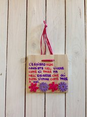 Rosa e viola su quadretti di legno