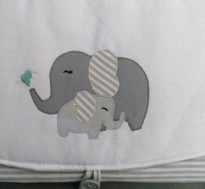 Fasciatoio da viaggio con  elefantini.