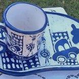 Piatto e tazza colazione di ceramica graffita motivo auto giraffa albero bianco e blu modellati a mano