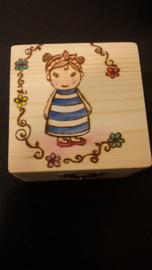 scatolina in legno con bambolina pin up - Per la casa e ...