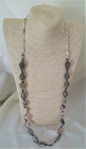 Collana lunga con pietre varie e cristallini