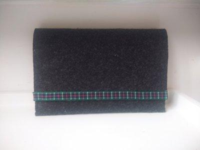 Per la festa del papà - portafoglio e portatabacco unisexs con chiusura a strappo  e decorazione scozzese  sui colori del verde