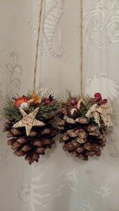 Pigna decorata per Natale da appendere