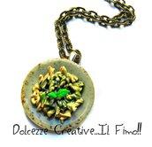 Collana Piatto di pasta col pesto - Fusilli - con formaggio grattugiato - handmade miniature kawaii