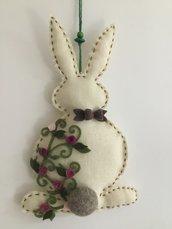 Coniglio fuoriporta in iuta e feltro di lana.