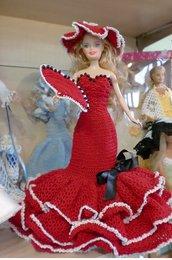 Barbie con abito all'uncinetto rosso