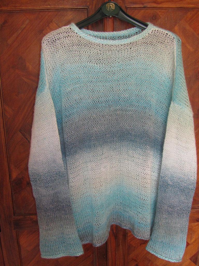 best website 7c26e e67e4 Esclusivo maglione per le donne fatto a mano