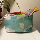 Astuccio volpine azzurro con cerniera rosa a base rettangolare interno verde, super cute!