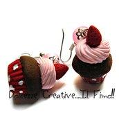 Orecchini cupcake con glassa e fragole - in fimo e cernit a pois - miniature - idea regalo