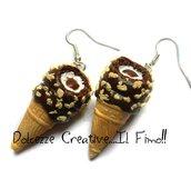 Orecchini con cono gelato con panna, vaniglia, cioccolato e nocciole - idea regalo - miniature