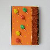 Agenda mis 16×11cm la copertina rigida rivestita con gomma crepla e abbellita con piccoli ghiaccioli
