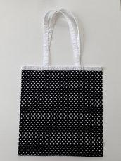Shopper in tessuto nero a cuori bianchi