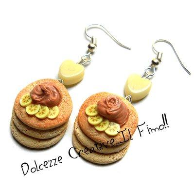 Orecchini Pancake con burro di arachidi e banane - handmade - miniature - idea regalo in fimo e cernit