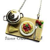 Collana Vassoio con Pentola in metallo - piatto di spaghetti, pomodoro e formaggio - idea regalo kawaii