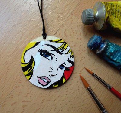 Ciondolo POP ART. Ciondolo in legno dipinto a mano. Collana con ciondolo in legno. Pop Art. Roy Lichtenstein. Idea Regalo