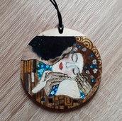Ciondolo BACIO. Collana con ciondolo in legno dipinto a mano. Io bacio di Klimt. Arte da indossare. Idea regalo