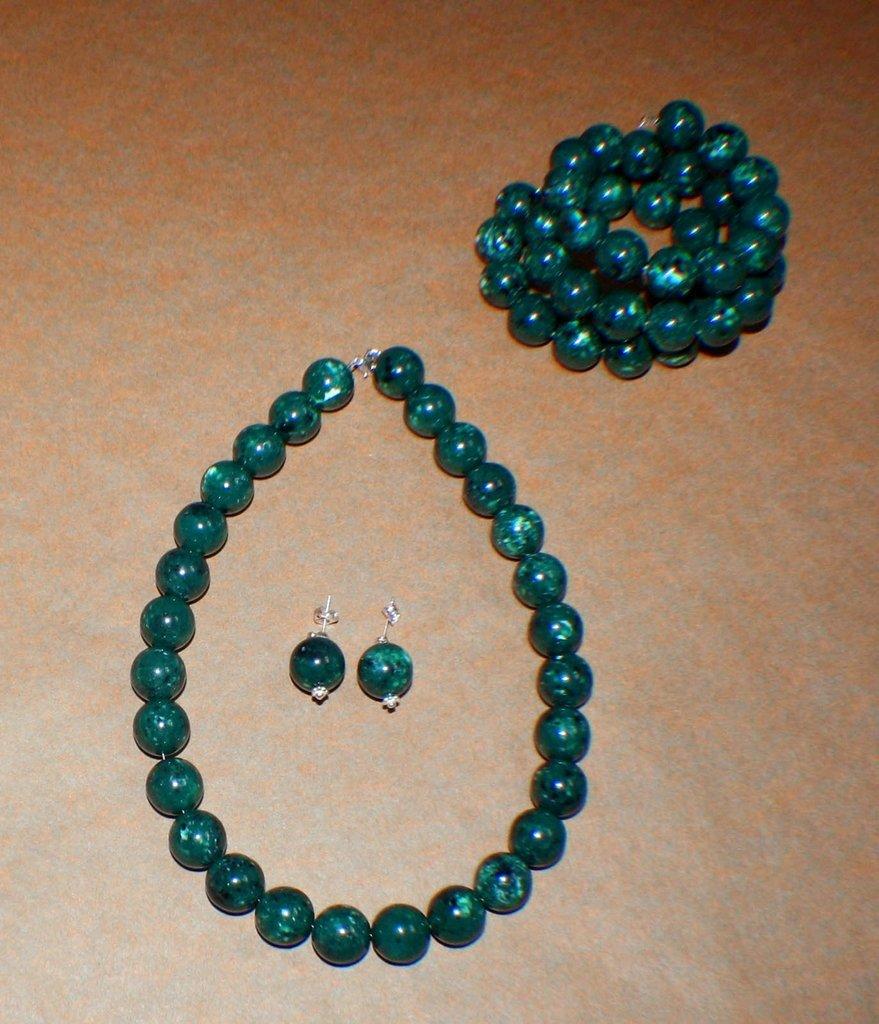 Parure di perle di malachite