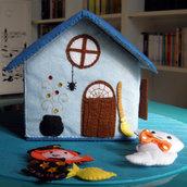 Casetta - cottage - della strega e del fantasma - gioco creativo in feltro - montessori