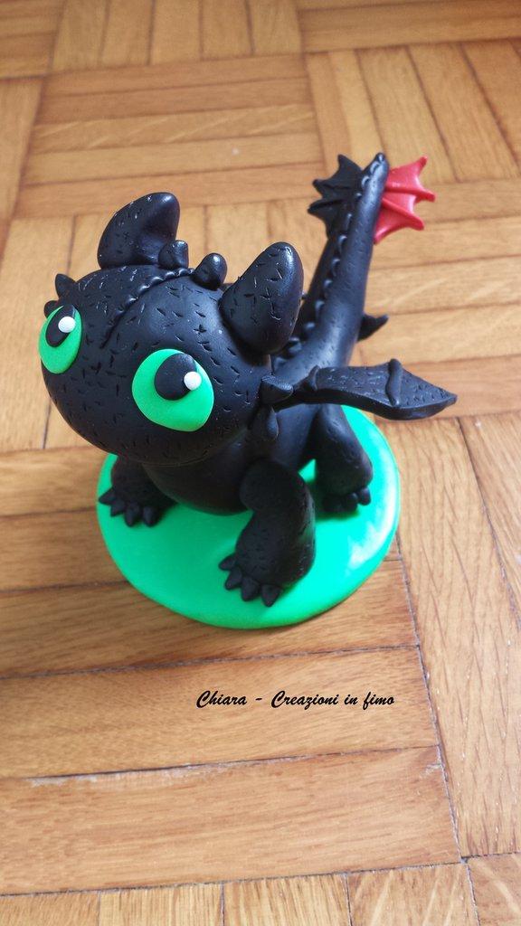 Cake topper bambino drago in fimo, Sdentato di Dragon Trainer, miniature, statuette draghi, regalo drago, regalo compleanno