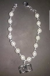 Braccialetto in perle bigiotteria e ciondolo