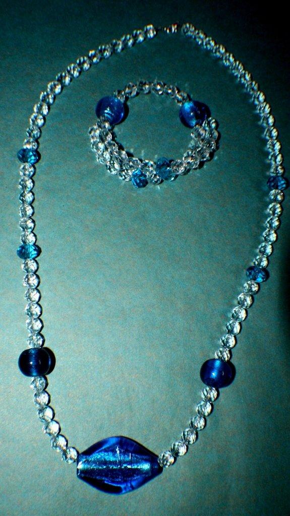 Collana e bracciale mezzi cristalli e vetro blu