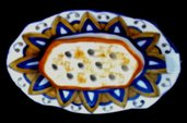 Porta saponetta di ceramica, formata da vassoio e tavoletta forata con motivi blu e orange