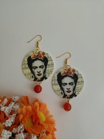 Frida kahlo orecchini di carta cerchio con perla di pietra dura arancione.