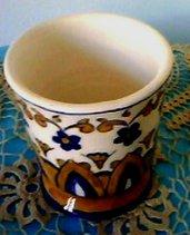 Porta spazzolino di ceramica a forma di bicchiere con motivo uguale al porta saponetta blu e orange