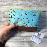 Trousse Astuccio portaoggetti con piccole farfalle.