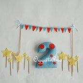 Numero in feltro imbottito, ghirlanda di bandierine e stelline di feltro per decorare la torta di compleanno: pois, bandierine e stelle per la vostra festa a tema circo