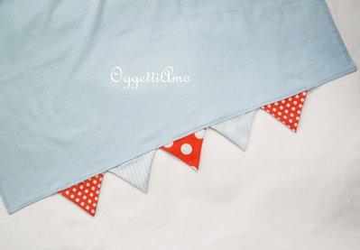 Tovaglia in cotone personalizzata con bandierine per la festa a tema circo sulle tonalità del celeste e arancione