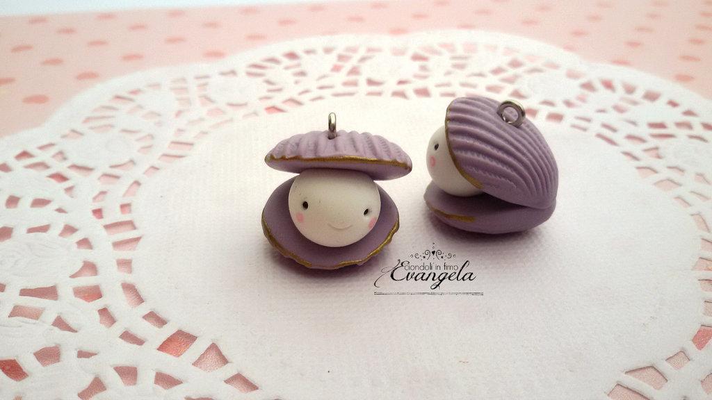 Ostrica felice lilla ciondolo fimo fatto a mano kawaii minuteria charms bigiotteria mare