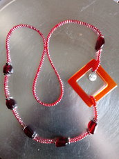 Collana resina e pietre rossa