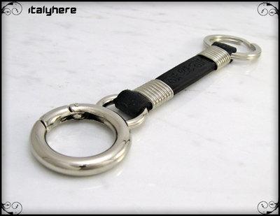 Portachiavi in cuoio nero inciso, accessori in metallo cromato, moschettone anello + anello portachiavi, cm.13