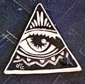 Triangolo porta incenso di ceramica graffito con occhio centrale e lente con foro per bastoncino