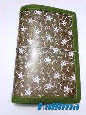 Astuccio MIDORI in gomma eva e carta decorativa verde oliva e fiori stella fatto a mano
