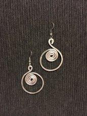 Orecchini in alluminio argentato a spirale