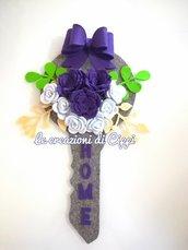 Fuoriporta home chiave con fiori in feltro fatta a mano.