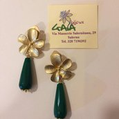 Orecchini a clip in zama a forma di fiore con goccia in agata verde