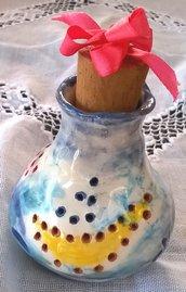 Vasetto porta aromi di ceramica con fori intorno al motivo delle barche disegnate