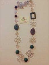 Collana lunga con catena a rose, pietre in agata verde ed agata indiana
