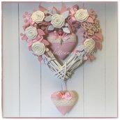 Cuore/fiocco nascita in vimini con roselline bianche,farfalla a fiori e cuori rosa con pizzo