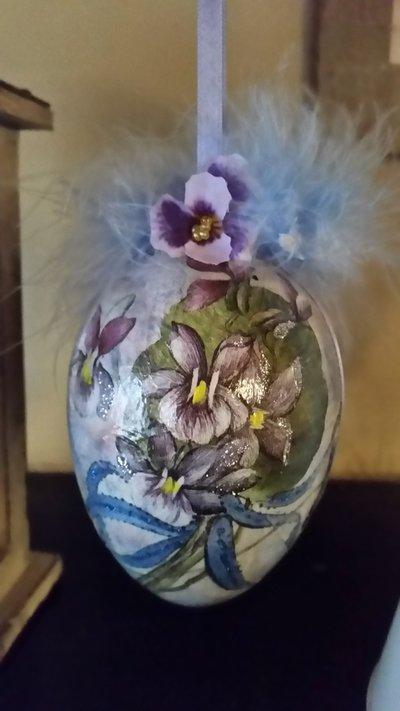 Uovo plexiglass con violette