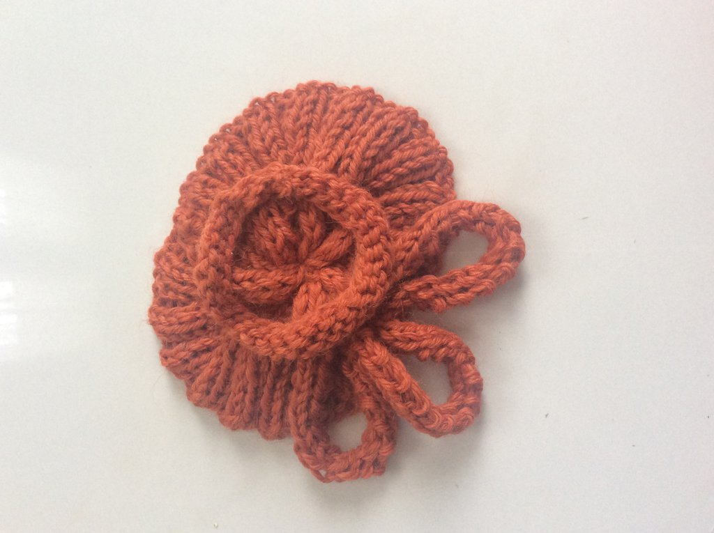 Spilla morbida in lana