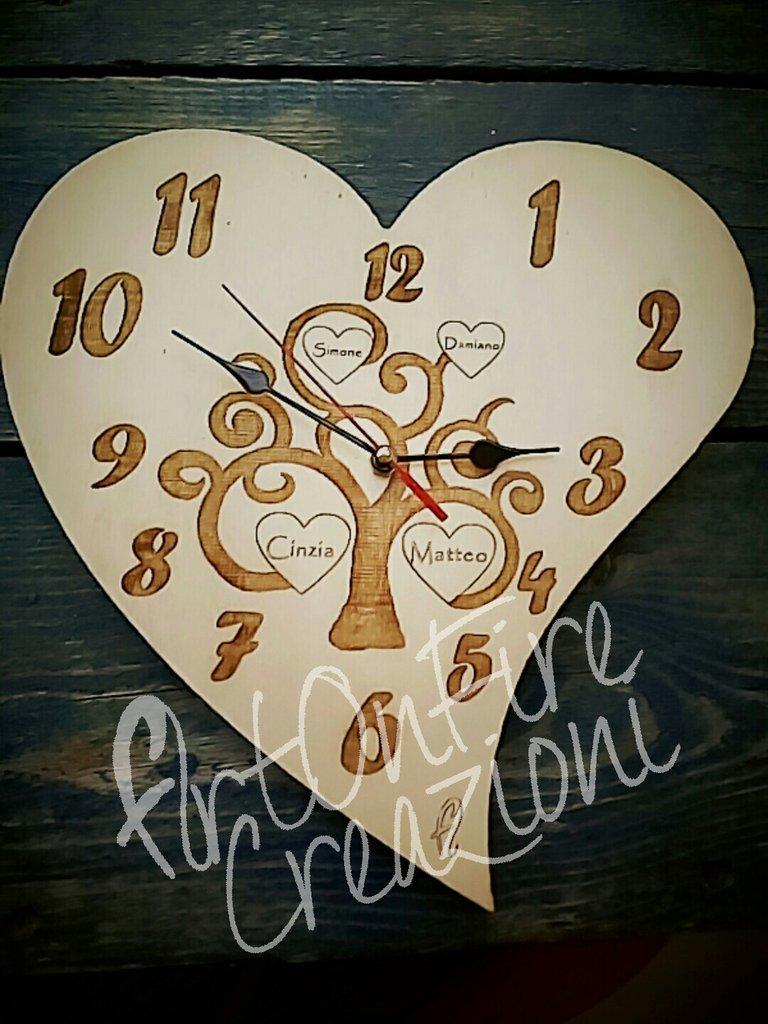 Orologio da parete a cuore con albero della vita in legno