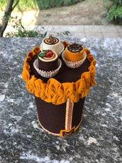 Barattolo di latta porta caramelle decorato in feltro con tre bon bon